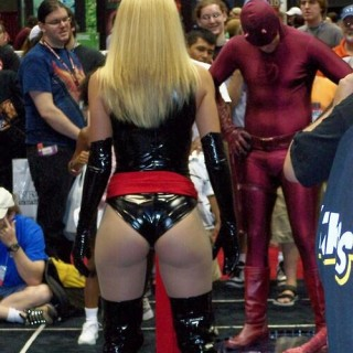 comic-con-girls-09.jpg