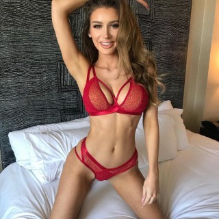 molly-eskam-model-vlogger-08.jpg