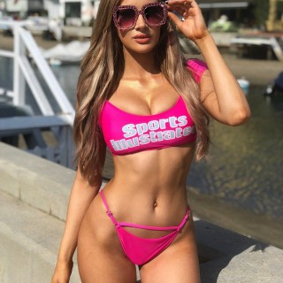 molly-eskam-model-vlogger-30.jpg