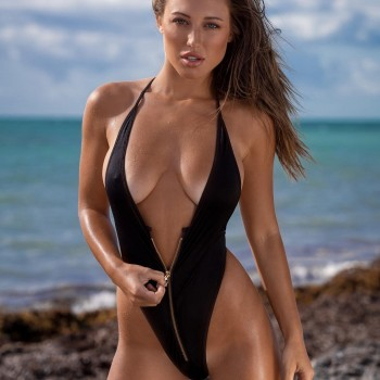 Stefanie Knight - Buxom Brunette Knockout
